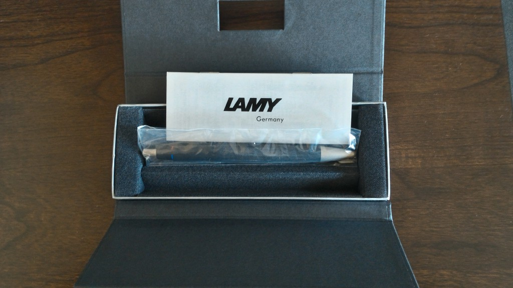LAMY2000 4色ボールペン 箱の中身